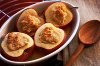 baked apples stuffed with amaretti and almond paste