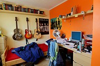 An untidy and brightly coloured teenager´s bedroom