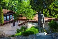 Bulgaria, Europe, Koprivshtitsa, Old Town, Dimcho Debelianov Street, Kableshkov House, Todor Kableshkov Statue.