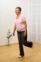 older woman doing gymnastics _ balance _ senior _ stand on one leg _ one_leg_stand