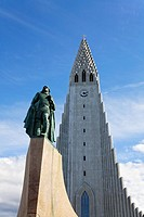 Statue of Liefer Eiriksson in front of Hallgrimskirkja church, Rejyjavik, Iceland