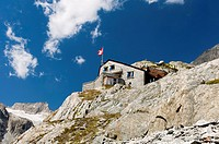 Mountain hut Baechlitalhuette of the Swiss Alpine Club, behind Mt Gross Diamentstock, Bernese Alps, Grimsel region, Switzerland