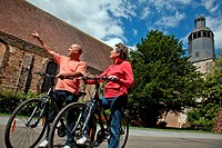 BICYCLE TOURISTS IN FRONT OF THE ABBEY OF THIRON_GARDAIS IN THE PERCHE, EURE_ET_LOIR 28, FRANCE