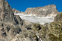 Mount Gross Diamentstock and glacier Baechligletscher, mountain refuge Baechlitalhuette in foreground, Baechlital valley, Bernese Alps, Switzerland