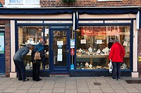 People window shopping for jewellery at the amber shop in Southwold , Suffolk , England , Britain , Uk