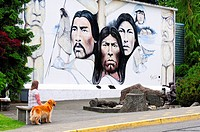 Cheryl Blackey model release and her dog, Walker, admire the mural, ´Native Heritage´, by artist, Paul Ygartua, Chemainus, British Columbia, Canada.