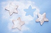 The star shaped cookie with the sugar power on them