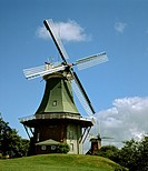 Twin windmills Greetsiel_Ost and Greetsiel_West, village of Krummhoern, East Frisia, Lower Saxony, Germany, Europe