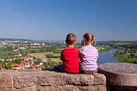 Two children looking from Boselspitze Mountain into the Elbe Valley with the Elbe River, Soernewitz, Brockwitz and Coswig, Saxony, Germany, Europe