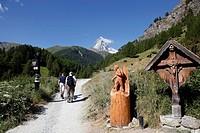 Hikers in front of the Matterhorn, Zermatt, Valais, Swiss Alps, Switzerland, Europe