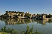 Pont Saint_Benezet and Avignon city viewed from across the River Rhone, Avignon, Provence, France, Europe