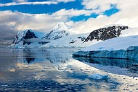 Icebergs and mountains on the Antarctic Peninsula, Antarctica, Polar Regions