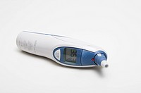 An infrared thermometer measures temperature by detecting thermal emission intensity at infrared wavelengths. An ear infrared thermometer measures tem...