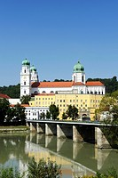 Passau, St. Stephan's Cathedral, Marienbruecke or Mary's Bridge crossing the Inn River, Lower Bavaria, Bavaria, Germany, Europe, PublicGround