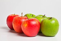 Six apples in front of white background arranged to a series. The apples are arranged diagonal