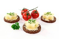 Pumpernickel bread with butter, Harz cheese and garden cress