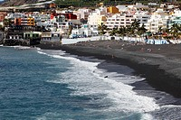 Spain, Canary Islands, La Palma, People on beach