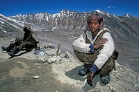 Road workers on the Khardung La, the highest drivable mountain pass in the world, Ladakh, Indian Himalayas, Jammu and Kashmir, northern India, India, ...