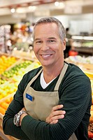 Worker smiling in supermarket (thumbnail)
