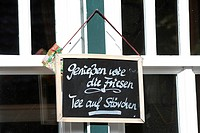 Blackboard, ''Geniessen wie die Friesen'', German for ''Enjoy the way the Frisians do'' written on it, Spiekeroog, East Frisia, Lower Saxony, Germany,...