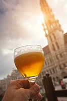 Man´s hand holding a glass of beer.
