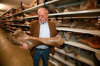Paleonthology studies the history of life on earth Museum Naturalis in Leiden does research and owns huge collections of bones, skulls and fossiles ed...