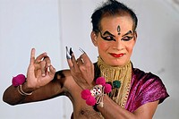 Female Kathakali role Minukku, acted by a man, Kathakali dance theatre, Kochi, Kerala, South India, India, Asia