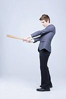 A man swing the bat