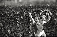 Soviet athlete Nina Romashkova_Ponomaryova training for the discusthrowing contest. Rome, 1960