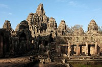 Gesamtanblick des Bayon Tempels, Angkor Thom, Siem Reap, Kambodscha / View at the Bayon temple complex, Angkor Thom, Siem Reap, Cambodia