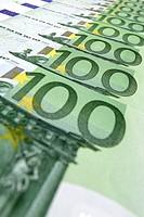 100_Euro bills in a row
