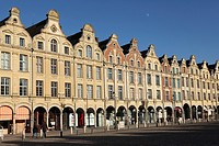 Flemish Baroque facades at the cobbled Petite Place Place des Heros, Arras, Nord_Pas de Calais, France, Europe