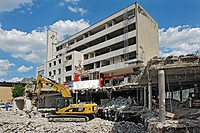Demolition of the Hertie building in Obergiesing, Munich, Bavaria, Germany, Europe