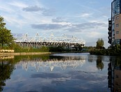 2012 LONDON OLYMPIC STADIUM 2010 POPULOUS ARCHITECTS VIEW WITH RIVER LEE
