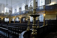 CITY OF LONDON, BEVIS MARKS OR SPANISH AND PORTUGUESE SYNAGOGUE, JOSEPH AVIS 1701, THE OLDEST SURVIVING ENGLISH SYNAGOGUE, ITS INTERIORS ARE UNALTERED...