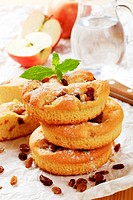Small round sponge cakes with raisins _ detail