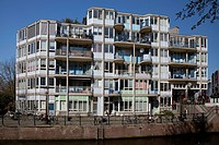 Multi-family house on a canal, Zwanenburgwal, Amsterdam, The Netherlands, Europe