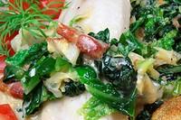 Wirsing, Bacon und pochierter Seefisch