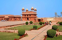 Garden and the Diwan-i-Khas audience hall, Fatehpur Sikri, a UNESCO world heritage site, built by Emperor Akbar, 1569-1585, Uttar Pradesh, India, Asia