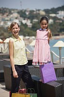 Mother and daughter with shopping bags (thumbnail)