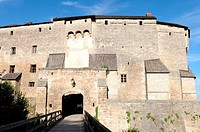 Die Burg Tittmoning wurde im 12. und 13. Jahrhundert errichtet und im 17. Jahrhundert zu einem Jagdschloss umgebaut / Tittmoning castle had been built...