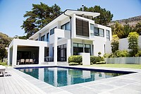 Modern home with swimming pool (thumbnail)