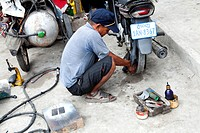 Mechanic shop, Phnom Penh, Cambodia, Asia