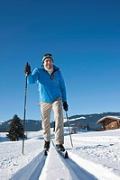 Cross_country skiing man