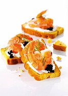 Bruschetta with prawns and caviar