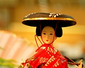 Geisha doll portrait in front of a souvenir store_location lighting and mood.