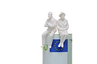 Two pensioner figurines sitting on a hundred-euro note, symbolic image for pensioners sitting on a lot of money