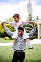 Man carrying a little boy on his shoulders (thumbnail)