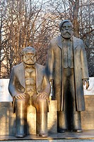 Karl Marx sitting and Friedrich Engels standing, statue from the GDR, Mitte district, Berlin, Germany, Europe