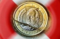Spanish one_euro coin sinking into water, symbolic image for the debt crisis in Spain